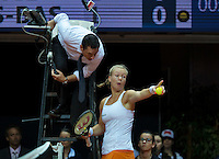 Arena Loire,  Trélazé,  France, 16 April, 2016, Semifinal FedCup, France-Netherlands, Kiki Bertens (NED) in heavy discussion with the umpire<br /> Photo: Henk Koster/Tennisimages