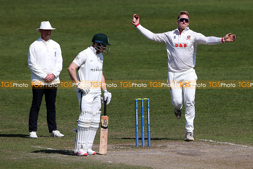 Simon Harmer in bowling action for Essex during Worcestershire CCC vs Essex CCC, LV Insurance County Championship Group 1 Cricket at New Road on 2nd May 2021