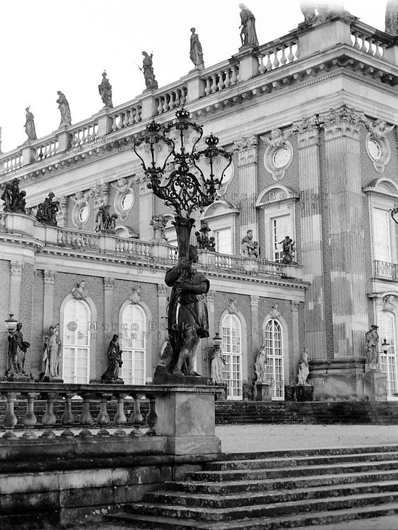 Potsdam, parco di Sanssouci. Neues Palais --- Potsdam, Sanssouci Park. New Palace