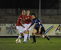 Club Brugge Vrouwen - PSV Eindhoven :<br /> <br /> Ingrid De Rycke (R) gaat voorbij Maran van Erp (L)<br /> <br /> foto Dirk Vuylsteke / Nikonpro.be