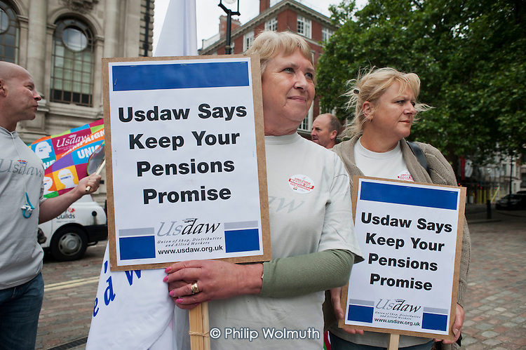 Members of Unite, USDAW and the GMB trade unions picket the Unilever AGM over the company's plan to end its final salary pension scheme for existing employees.  Westminster, London.