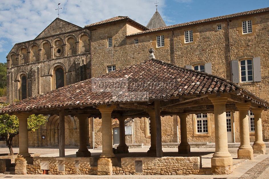 Europe/France/Aquitaine/24/Dordogne/Le Buisson-de-Cadouin: La Halle et l' Abbaye de Cadouin<br /> :