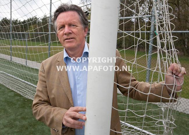 papendal 220410 Wim de Jong, vader van de broertjes de Jong die voetballen bij Twente en Ajax.<br /> Foto Frans Ypma APA-foto