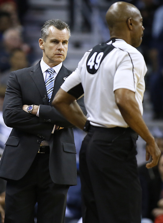 Oklahoma City Thunder head coach Billy Donovan reacts during the second half of an NBA basketball game against the New Orleans Pelicans Thursday, Feb. 25, 2016, in New Orleans. The Pelicans won 123-119. (AP Photo/Jonathan Bachman)