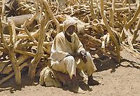 - Northern Sudan, nomadic shepherd in the Bayuda desert ....- Sudan settentrionale, pastore nomade nel deserto di Bayuda..