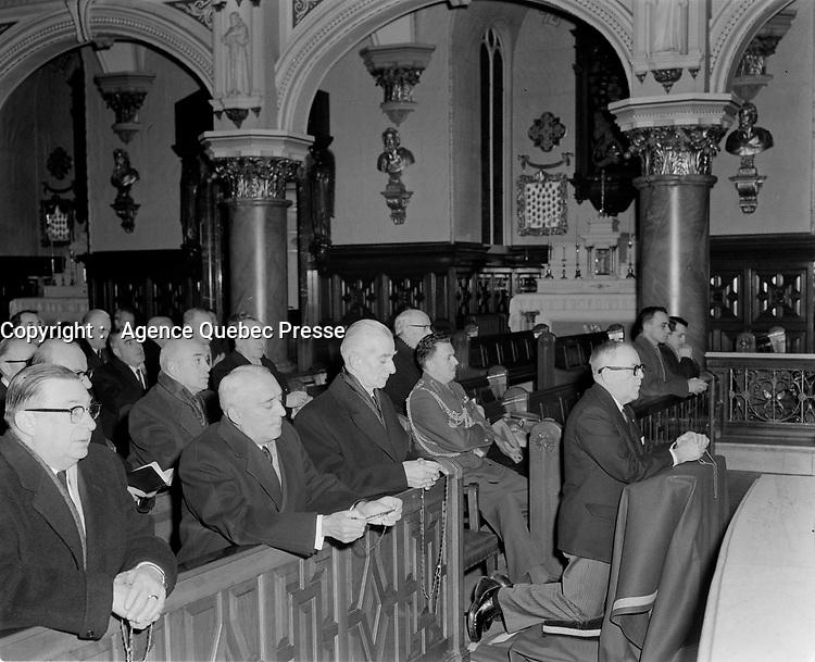 Maurice Duplessis et Paul Sauve  lots d'une Messe  catholique, 3 Fevrier 1958<br /> <br /> <br /> PHOTO :  Agence Quebec Presse