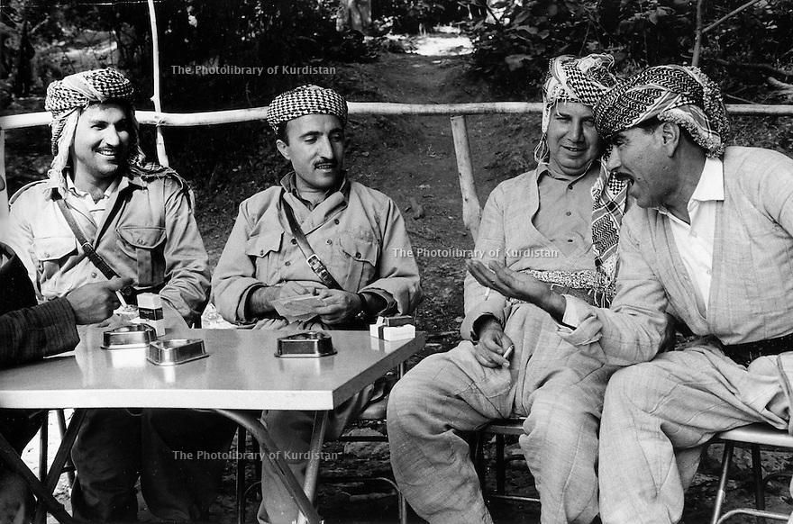 Iraq 1974 <br /> The resumption of hostilities, near Nawpurdan, meeting at the headquarter of Mustafa Barzani   <br /> Irak 1974 <br /> La reprise de la lutte armée, pres de Nawpurdan, membres de l'etat-major du general Barzani, a droite, Dr.Mahmoud Osman