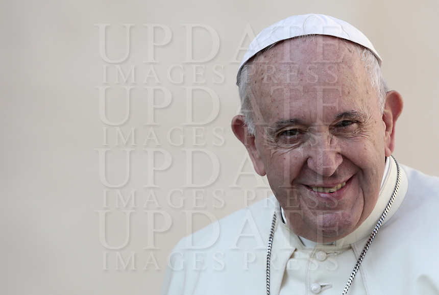 Papa Francesco arriva all'udienza generale del mercoledi' in Piazza San Pietro, Citta' del Vaticano, 11 settembre, 2019.<br /> Pope Francis arrives to lead his weekly general audience in St. Peter's Square at the Vatican, on September 11, 2019.<br /> UPDATE IMAGES PRESS/Isabella Bonotto<br /> <br /> STRICTLY ONLY FOR EDITORIAL USE