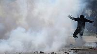 BOGOTÁ - COLOMBIA, 26-09-2019:Disturbios en predios de la Universidad Nacional,encapuchados se enfrentaron al SMAD de Policia Nacional por la calle 45 con piedras y bombas Molotov. /Riots at the National University, hooded men clashed with the National Police with stones and Molotov bombs. Photo: VizzorImage / Felipe Caicedo / Satff