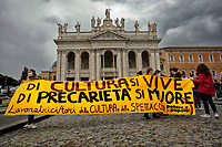 Roma May 30th 2020. Demonstration of show business workers against the government decision to avoid the reopening of cinemas, theaters, movie sets, concerts and everything regarding the entertainment. Many people, among them actors, street artists and singers, gathered in San Giovanni square to claim for an income to survive.<br /> Photo Samantha Zucchi Insidefoto