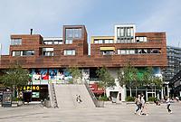 Nederland  Almere  2017. Straatbeeld in het Stadshart. Het Stadshart is ontworpen door O.M.A. Architecten.   Foto Berlinda van Dam / Hollandse Hoogte