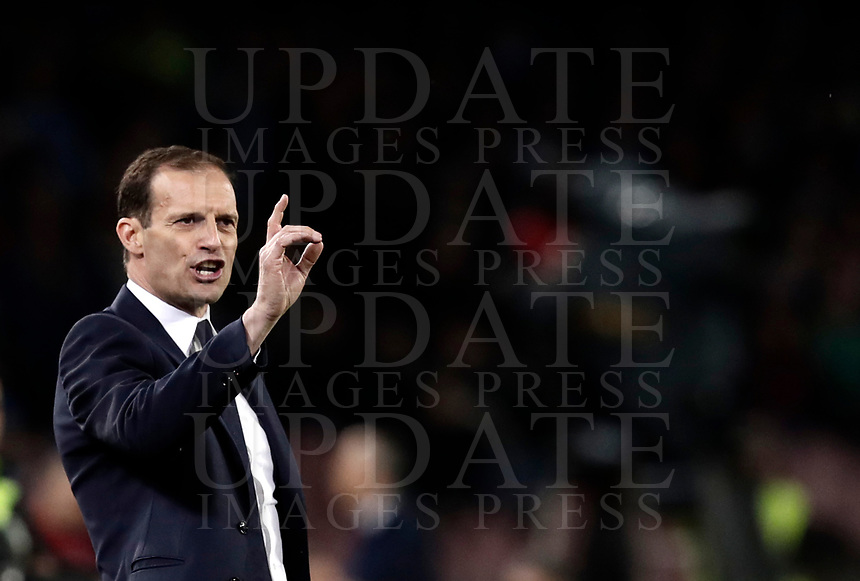 Calcio, Serie A: Napoli, stadio San Paolo, 2 aprile, 2017.<br /> Juventus coach Massimiliano Allegri gestures to his players during the Italian Serie A football match between Napoli and Juventus at San Paolo stadium, April 2, 2017<br /> UPDATE IMAGES PRESS/Isabella Bonotto