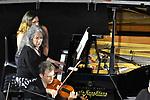 Sul Belvedere di Villa Rufolo, <br /> Martha Argerich and friends<br /> Martha Argerich, Theodosia Ntokou, pianoforte<br /> Annie Dutoit-Argerich, voce recitante<br /> Quartetto d'archi della Scala<br /> Musiche di Shostakovich, Ravel, Noskowski, Schumann