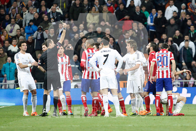 Real Madrid´s Players and Atletico de Madrid´s players during King´s Cup (Copa del Rey) semifinal match in Santiago Bernabeu stadium in Madrid, Spain. February 05, 2014. (ALTERPHOTOS/Victor Blanco)