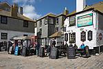 United Kingdom, England, Cornwall, St Ives: The Sloop Inn 14th century harbourside pub | Grossbritannien, England, Cornwall, St Ives: The Sloop Inn im Hafenviertel, ein Pub aus dem 14. Jh