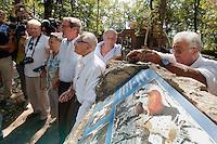 Réinauguraton de la stèle des quatre découvreurs à côté de Lascaux II avec Germinal Peiro et Simon Coencas
