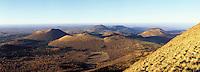 Europe/France/Auverne/63/Puy-de-Dôme/Parc Naturel Régional des Volcans: La chaine des puys et le parc vu depuis le sommet du Puy-de-Dôme (1465 mètres)