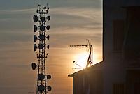 Milano, quartiere Bovisa, periferia nord. L'antenna di Telelombardia. --- Milan, Bovisa district, north periphery. The aerial of Telelombardia