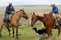 URUGUAY , Treinta y Tres, cattle farm , head man with son on horse / Rinderfarm, Farmverwalter und Sohn auf Pferden