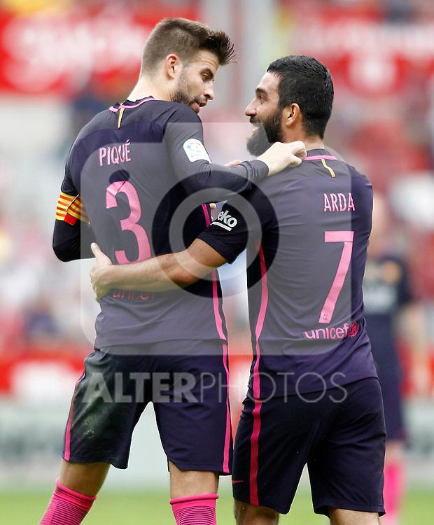 FC Barcelona's Arda Turan (r) and Gerard Pique celebrate goal during La Liga match. September 24,2016. (ALTERPHOTOS/Acero)