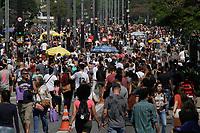 29.09.2019 - Movimentação na avenida Paulista em SP