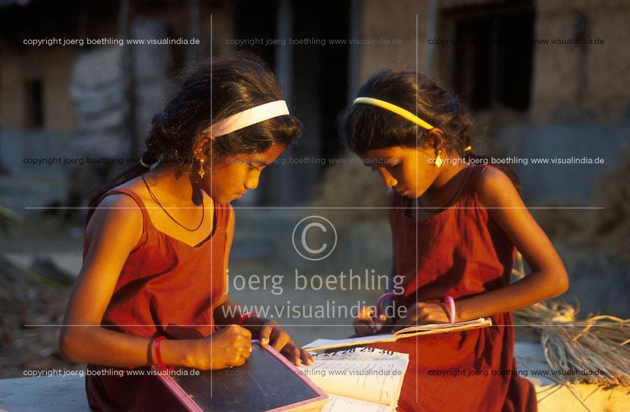 INDIA Karnataka, Mangalore, twin sister doing their homework at farm /  INDIEN, Mangalore,  Zwillinge Maedchen auf einem Bauernhof bei Hausarbeiten