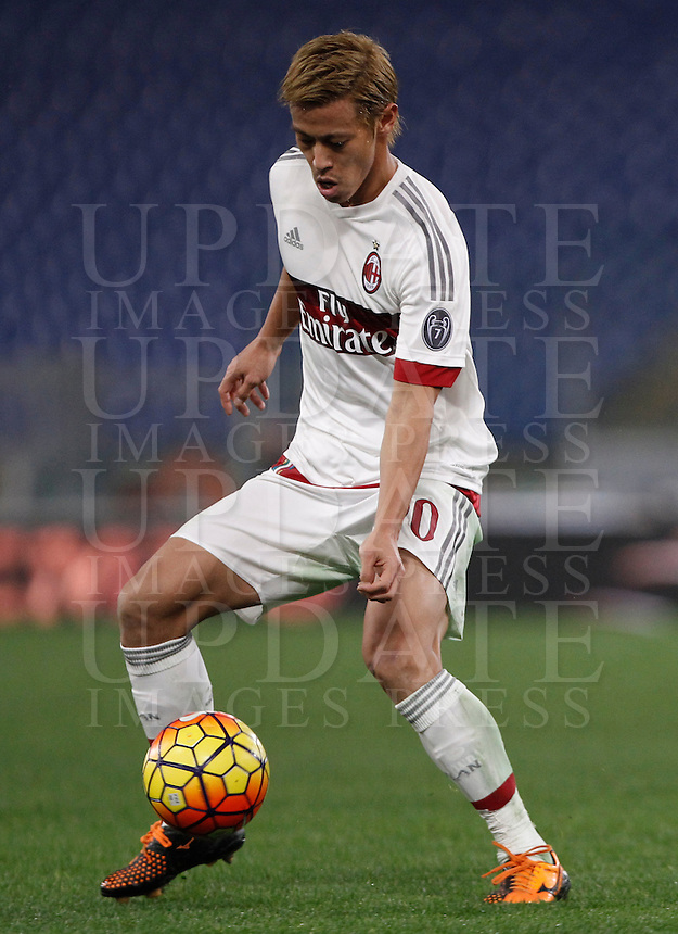 Calcio, Serie A: Roma vs Milan. Roma, stadio Olimpico, 9 gennaio 2016.<br /> AC Milan's Keisuke Honda in action during the Italian Serie A football match between Roma and Milan at Rome's Olympic stadium, 9 January 2016.<br /> UPDATE IMAGES PRESS/Isabella Bonotto