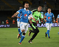 BOGOTA - COLOMBIA, 25-01-2018: Andres Cadavid (Izq.) jugador de Millonarios disputa el balón con Pablo Sabbag (Der.) jugador del Deportivo Cali durante partido por el Torneo Fox Sports 2018 jugado en el estadio Nemesio Camacho El Campin de la ciudad de Bogotá. / Andres Cadavid (L) player of Millonarios fights for the ball with Pablo Sabbag (R) player of Deportivo Cali during match for the Fox Sports Tournament 2018  played at Nemesio Camacho El Campin Stadium in Bogota city. Photo: VizzorImage / Felipe Caicedo / Staff.