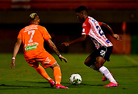 ENVIGADO - COLOMBIA, 26-09-2020: Neyder Moreno de Envigado F. C. y Jeison Angulo de Atletico Junior disputan el balón, durante partido entre Envigado F. C. y Atletico Junior  de la fecha 10 por la Liga BetPlay DIMAYOR I 2020, en el estadio Polideportivo Sur de la ciudad de Envigado. / Neyder Moreno of Envigado F. C. and Jeison Angulo of Atletico Junior fidht for the ball, during a match between Envigado F. C. and Atletico Junior of 10th date for the BetPlay DIMAYOR Leguaje I 2020 at the Polideportivo Sur stadium in Envigado city. Photo: VizzorImage / Luis Benavides / Cont.