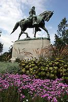 statue robert e lee downtown park spring flowers garden