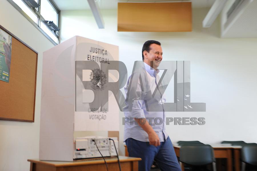 SÃO PAULO, SP, 05.10.2014 - o candidato ao senado pelo estado de SP, Kassab (PSB), vota nessa manhã na Escola Santa Cruz, na manhã de domingo 05( Gabriel Soares / Brazil Photo Press)