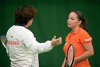 29-1-09, Almere, Training Fedcup team, Nicole Thyssen luistert aandachtig naar de Captain Mannon Bollegraf