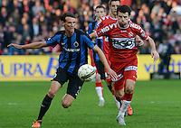 KV Kortrijk - Club Brugge : Davy De Fauw (links) schermt de bal af voor Stijn De Smet (r) <br /> Foto VDB / Bart Vandenbroucke