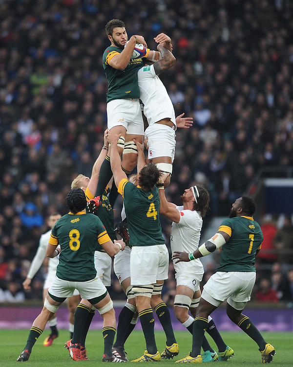Lood de Jager of South Africa beats Courtney Lawes of England in the lineout during the Old Mutual Wealth Series match between England and South Africa at Twickenham Stadium on Saturday 12th November 2016 (Photo by Rob Munro)