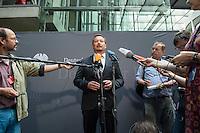 Am 2. Juni 2016 fand die 20. Sitzung des 2. NSU-Untersuchungsausschusses des Deutschen Bundestag statt. Als Zeuge der nichtöffentlichen Sitzung war Hans-Georg Maassen, Praesident des Bundesamt fuer Verfassungsschutz geladen.<br /> Im Bild: Uli Groetsch, Polizeibeamter und Obmann der SPD bei seinem Pressestatement zur Anhoerung des Zeugen Maassen.<br /> 2.6.2016, Berlin<br /> Copyright: Christian-Ditsch.de<br /> [Inhaltsveraendernde Manipulation des Fotos nur nach ausdruecklicher Genehmigung des Fotografen. Vereinbarungen ueber Abtretung von Persoenlichkeitsrechten/Model Release der abgebildeten Person/Personen liegen nicht vor. NO MODEL RELEASE! Nur fuer Redaktionelle Zwecke. Don't publish without copyright Christian-Ditsch.de, Veroeffentlichung nur mit Fotografennennung, sowie gegen Honorar, MwSt. und Beleg. Konto: I N G - D i B a, IBAN DE58500105175400192269, BIC INGDDEFFXXX, Kontakt: post@christian-ditsch.de<br /> Bei der Bearbeitung der Dateiinformationen darf die Urheberkennzeichnung in den EXIF- und  IPTC-Daten nicht entfernt werden, diese sind in digitalen Medien nach §95c UrhG rechtlich geschuetzt. Der Urhebervermerk wird gemaess §13 UrhG verlangt.]
