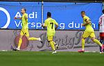 24.10.2020,  GER; 2. FBL, Hamburger SV vs FC Wuerzburger Kickers ,DFL REGULATIONS PROHIBIT ANY USE OF PHOTOGRAPHS AS IMAGE SEQUENCES AND/OR QUASI-VIDEO, im Bild Lars Dietz (Wuerzburg #04) schiesst das 1-0 fuer Wuerzburg und jubelt mit der Mannschaft Foto © nordphoto / Witke *** Local Caption ***