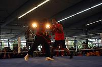 Weltmeister Wladimir Klitschko (UKR) trainiert mit Trainer Emanuel Steward an den Pratzen