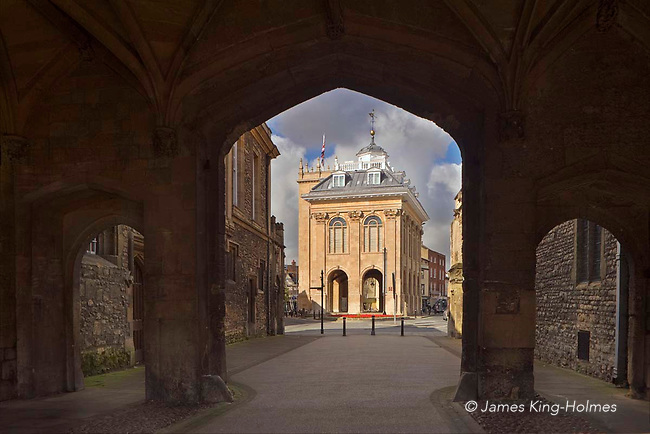 The County Hall, Abingdon-on-Thames, seen through the arches of the gateway to Abingdon Abbey grounds. The County Hall, now a museum, was built in 1678 by Christopher Kempster, who is believed to have worked with Wren on St Paul's Cathedral in London. The gateway is one of the few remaining Abbey structures.