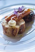 Europe/France/Midi-Pyrénées/31/Haute-Garonne/ Env de Toulouse/ Aureville:   Poulet roux du Gers farci au foie gras avec ses scorsonères, recette de Franck Renimel, Restaurant: En Marge
