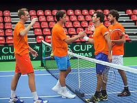 08-02-12, Netherlands,Tennis, Den Bosch, Daviscup Netherlands-Finland, Training, Dubbelpartij tussen Thiemo de Bakker, geheel links met Jesse Huta Galung en Jean Julien Rojer met Robbin Haase, rechts