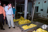 Governador Ivo Cassol vai ao Instituto Médico Legal acompanhar a chegada dos garimpeiros mortos.<br /> <br /> Os corpos de 26 garimpeiros assassinados por indios Cinta Larga na reserva indígena Roosevelt ao sul do estado chegam ao instuituto médico legal para a necropsia. onde são conferidos.<br /> Porto Velho, Rondônia, Brasil.<br /> 19/04/2004<br /> Fotos Paulo Santos