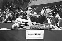 """- 19° congresso del P.C.I. (Partito Comunista Italiano),il primo dopo la svolta politica detta """"della Bolognina"""" che porterà il partito allo scioglimento (marzo 1990)....- 19th congress of P.C.I.  (Italian Communist Party), the first after the political turn known as """"of the Bolognina"""" that will carry the party to the breakup (Mars 1990)"""