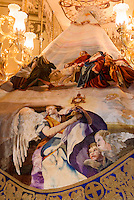 "Thron ""Santa Maria Virgen de la Armargura""  in der Kirche Santo Domingo der  Bruderschaft Paso Blanco bei  der Semana Santa (Karwoche) in Lorca,  Provinz Murcia, Spanien, Europa"