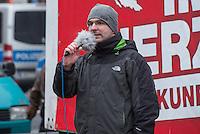 35 Neonazis der NPD hielten am Samstag den 7. Februar 2015 auf dem Hamburger Gaensemarkt eine Kundgebung im Hamburger  Wahlkampf der Buergerschaftswahl 2015 ab. Mehrere tausend Menschen protestierten gegen die Kundgebung der Neonazis.<br /> Im Bild: Sebastian Schmidtke, NPD-Landesvorsitzender in Berlin.<br /> 7.2.2015, Hamburg<br /> Copyright: Christian-Ditsch.de<br /> [Inhaltsveraendernde Manipulation des Fotos nur nach ausdruecklicher Genehmigung des Fotografen. Vereinbarungen ueber Abtretung von Persoenlichkeitsrechten/Model Release der abgebildeten Person/Personen liegen nicht vor. NO MODEL RELEASE! Nur fuer Redaktionelle Zwecke. Don't publish without copyright Christian-Ditsch.de, Veroeffentlichung nur mit Fotografennennung, sowie gegen Honorar, MwSt. und Beleg. Konto: I N G - D i B a, IBAN DE58500105175400192269, BIC INGDDEFFXXX, Kontakt: post@christian-ditsch.de<br /> Bei der Bearbeitung der Dateiinformationen darf die Urheberkennzeichnung in den EXIF- und  IPTC-Daten nicht entfernt werden, diese sind in digitalen Medien nach §95c UrhG rechtlich geschuetzt. Der Urhebervermerk wird gemaess §13 UrhG verlangt.]