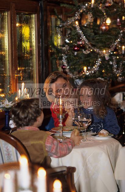 """Europe/France/Alsace/68/Haut-Rhin/Colmar: Noël à Colmar - Repas de Noël en famille à l'hostellerie """"Le Maréchal"""" (AUTORISATION N°242-244-245)"""