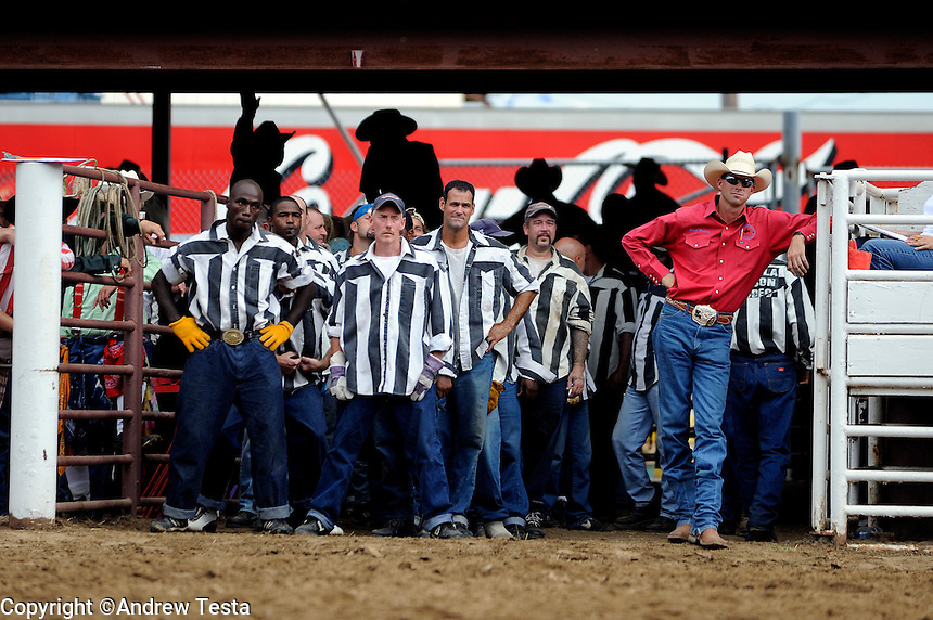 USA. Angola. 12th October 2008..Prisoners wait to enter the arena..©Andrew Testa/Panos