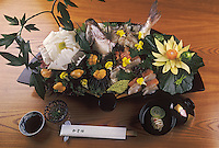 """Asie/Japon/Tokyo: Cuisine """"Kaseiki Ryori"""" (la haute cuisine japonaise) - Préparation de poisson"""