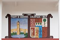 France, Aquitaine, Pyrénées-Atlantiques, Pays Basque, Biarritz/ Mur peint sur le mur du Trinquet de la Négresse, représentant: Le Pont d'Orthez lieu de naissance  du créateur du Trinquet et les armoiries de Zazpiak Bat ou les sept provinces historiques du Pays Basque.  //  France, Pyrenees Atlantiques, Basque Country, Biarritz: Negress Trinquet teach