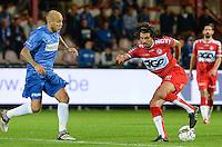 KV Kortrijk - KRC Genk : Elohim Rolland (r) draait weg van Yoni Buyens (links) <br /> Foto VDB / Bart Vandenbroucke
