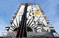 Nederland Amsterdam 2017 . De Bijlmer. Muurschildering van Derlon Almeida. ( niet voor commercieel gebruik )  Foto Berlinda van Dam / Hollandse Hoogt